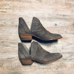 Vince Camuto Size 11 Pevista Booties
